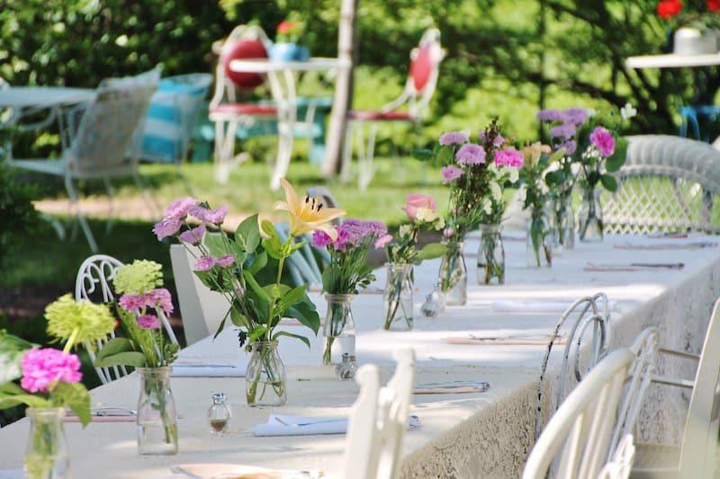Arranjos de flores confere decoração sofisticada