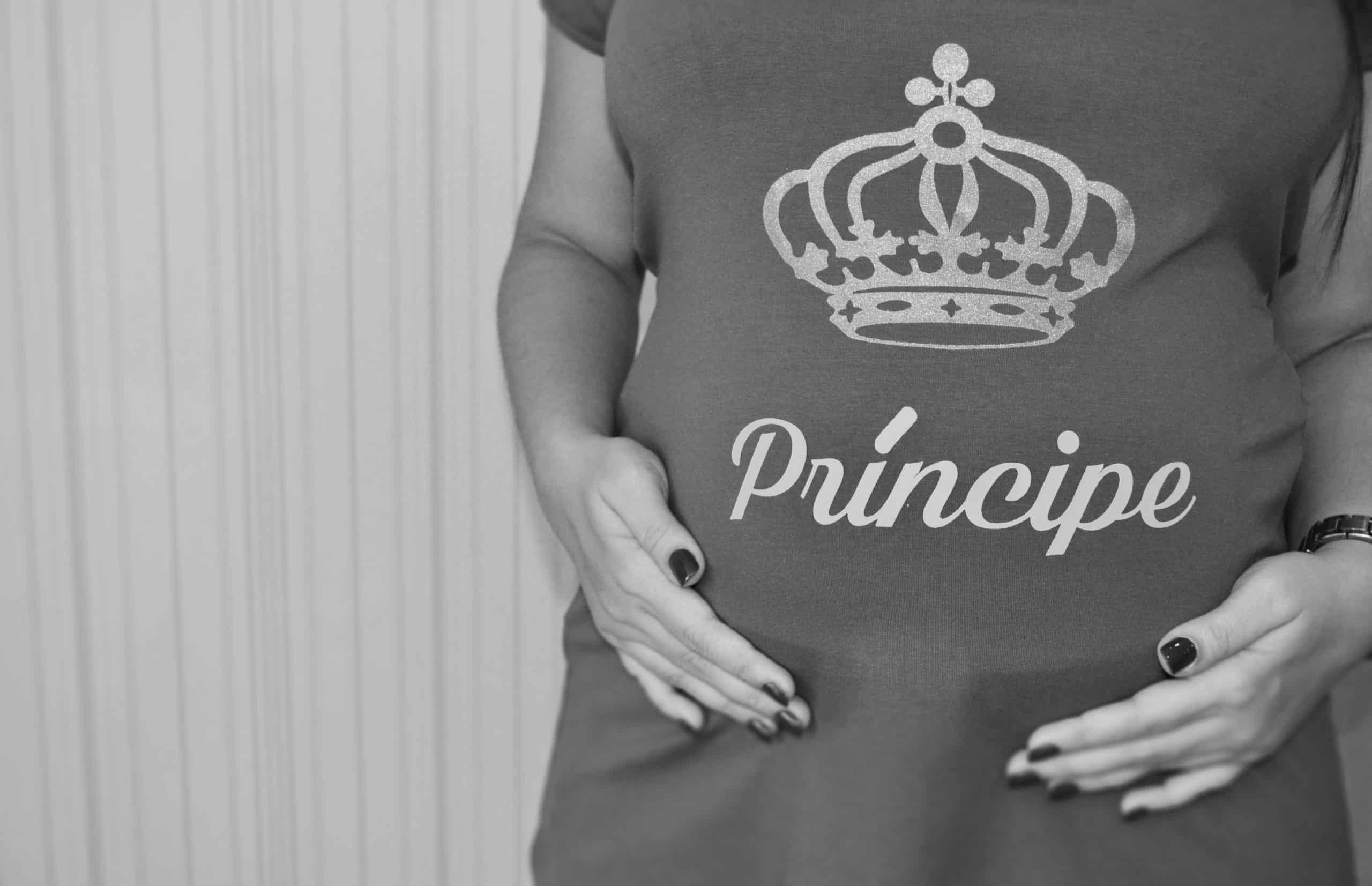 """Look 1 - calça de montaria branca e camiseta """"É um príncipe"""""""