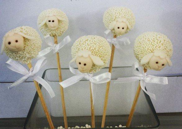 E esses pop cakes (bolo no palito) de ovelhas? Lindos!