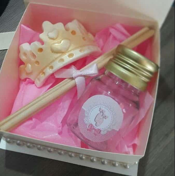 Kit com sabonete em forma de coroa de princesa + difusor com cheirinho de bebê