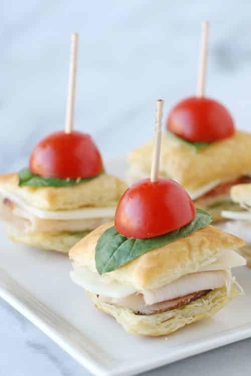 Cardápio de chá de bebê: mini sanduíches decorados