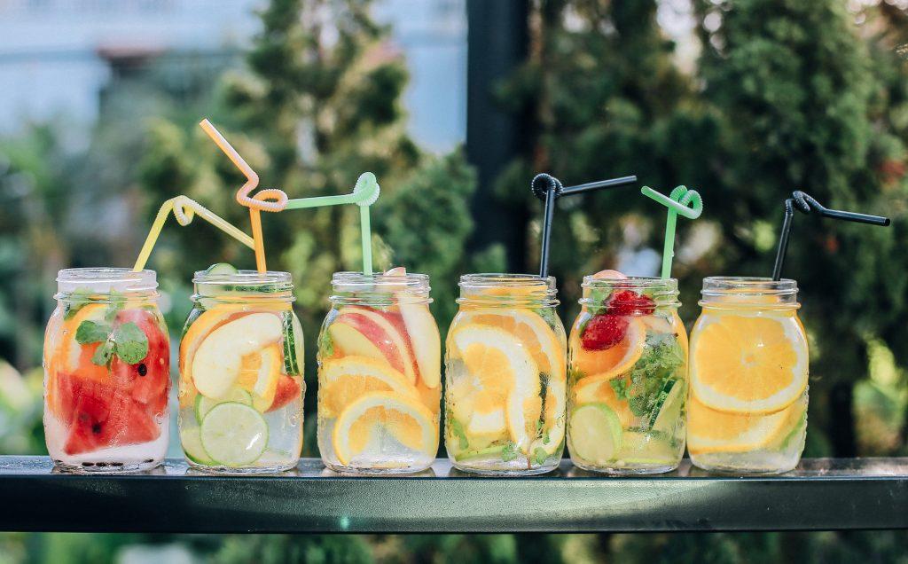 Águas aromatizadas: tendência no cardápio de chá de bebê