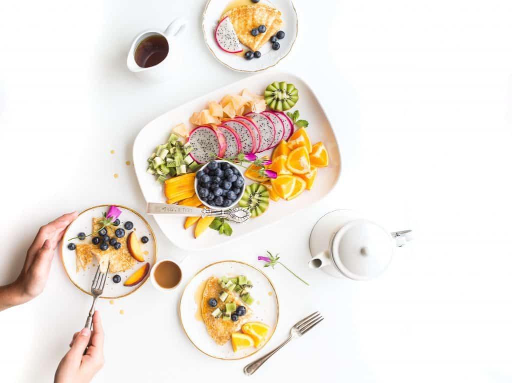 Para o verão, frutas no menu para os convidados se servirem e se refrescarem